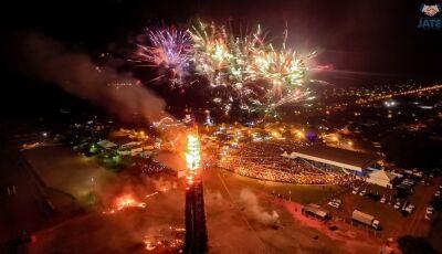 Assista na íntegra o espetáculo que foi a queima da maior fogueira do Brasil em JATEÍ
