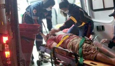 Homem é socorrido ao Hospital da Vida em estado grave com uma faca cravada no olho em Dourados