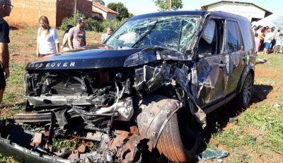 Land Rover fica destruída em acidente com vítima fatal em VICENTINA