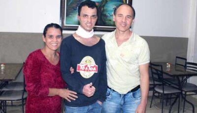 Filho do Polaco Restaurante deixa hospital e está com a familia em Fátima do Sul