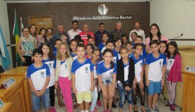 Câmara realiza sessão homenageando os alunos da Escola Antonia Alves Feitoza em Vicentina