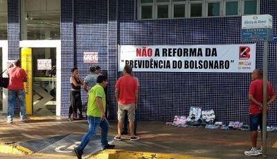 Em Dourados, professores realizam protesto contra a contra a reforma da Previdência