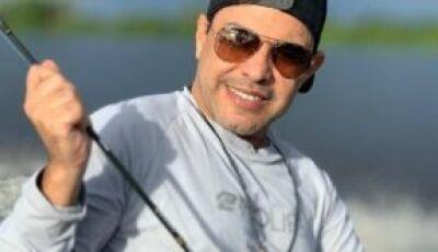 Adepto da pesca esportiva, cantor Zezé Di Camargo faz campanha pró Cota Zero em MS