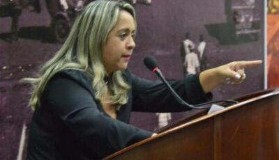 Vereadora denúncia que família de colega de partido é contratada da Prefeitura