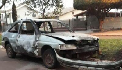 Caarapó tem noite de terror e três carros incendiados; veja vídeo