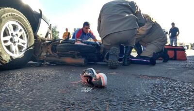 Condutora de Biz sofre fratura na perna ao ser atingida por caminhonete em Nova Andradina