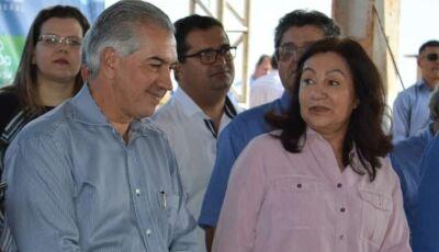 Reinaldo e Délia assinam convênio que mantém Sanesul em Dourados por 30 anos