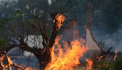 Crianças passam mal em  incêndio que dura três dias