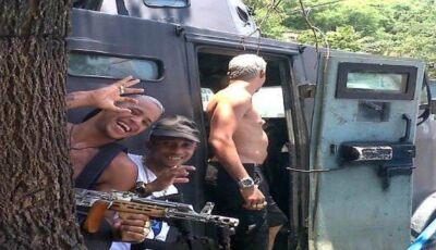 PMs são denunciados por ligação com tráfico; bandidos fizeram foto em caveirão