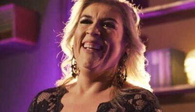 Após 30 anos dividindo palco, Erika Figueiredo aposta no solo e lança clipe, ASSISTA