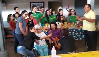 Alunos e Professores do Filinto Muller visitam o Lar dos Idosos de Fátima do Sul