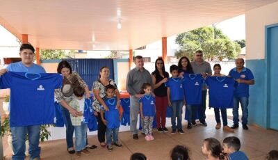 Prefeitura entregou novos uniformes escolares e brinquedos para Educação Infantil em Jateí