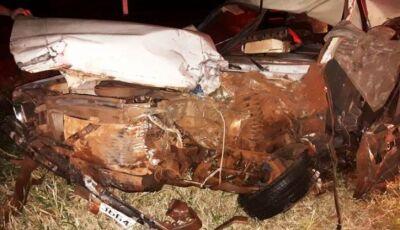 Forte acidente entre belina e carreta deixa homem gravemente ferido em Deodápolis