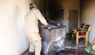 Morador esquece carregador na tomada e casa pega fogo em MS