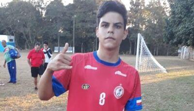 Vicentinense atleta da escolinha de futebol viaja pra testes na Chapecoense