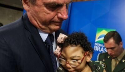 Bolsonaro assina MP que cria pensão para crianças com microcefalia