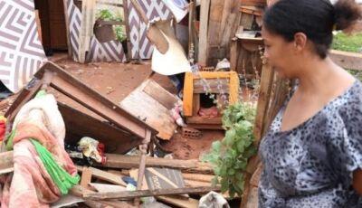 Temporal atinge barracos e moradores 'perdem tudo' em Bairro de Campo Grande