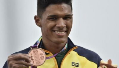 Corredor naviraiense conquista medalha de ouro e bate recorde nos 100 metros