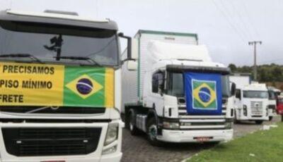 Caminhoneiros iniciam protesto no Paraná e podem parar a partir de quarta