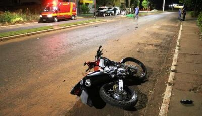 Jovem morre ao bater moto contra coqueiro em avenida em Ivinhema