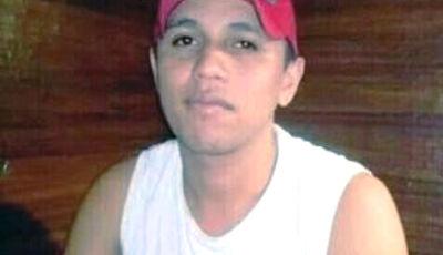 Jovem foi morto a tiros e golpes de facão
