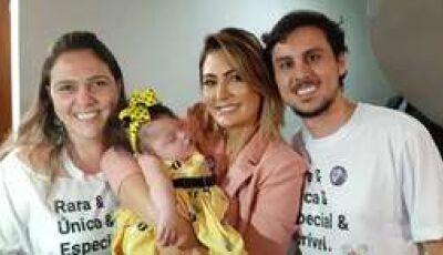 Michele Bolsonaro promete ajudar criança com doença rara, mas 'esquece' e família recorre a doações