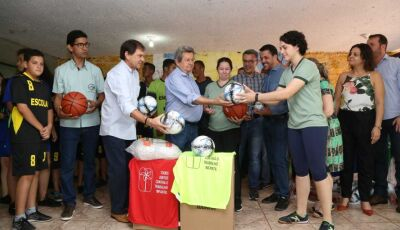 Deputado Onevan e Justiça do Trabalho entregam materiais esportivos em Itaquiraí