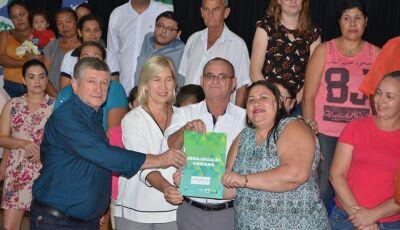 Jateí entrega 30 e assina mais 50 do Projeto Lote Urbanizado para construção de Casas
