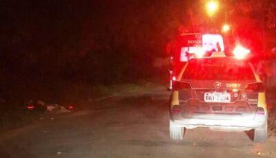 Bombeiros convencem homem que estava em cima de árvore a desistir de suicídio