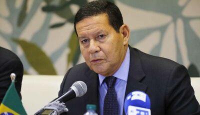 Papa e igreja não são inimigos do governo brasileiro, diz Mourão