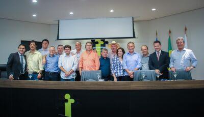 Associação de prefeitos e ex-prefeitos nasce forte e atrai apoio de deputados que já foram prefeitos