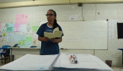 Campanha cria hashtags para publicação de histórias sobre mestres no Dia do Professor