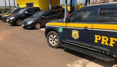 PRF recupera Corolla e Ranger durante fuga para o PY, veículos roubados em Glória de Dourados