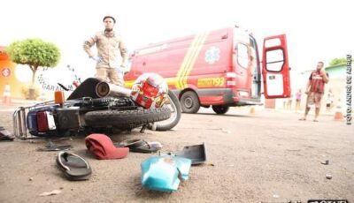 Motociclista bate em traseira de caminhonete e morre em Ponta Porã