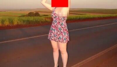 Mulher tira fotos sem roupa em estrada e causa confusão na net - FOTOS