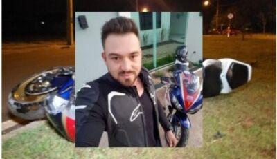 Empresário em alta velocidade morre ao bater moto esportiva em poste