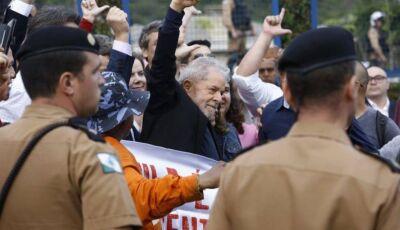 Lula fez pedido a Huck ao saber que era dono do jatinho fretado