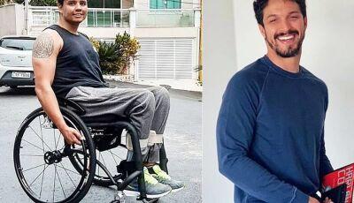 Rômulo Estrela dá cadeira de rodas a colega baleado em assalto
