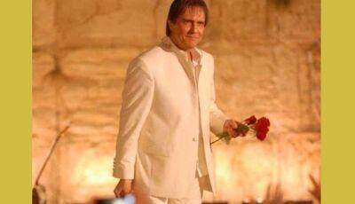 Roberto Carlos comemora filme em 3D, que será lançado com a presença de Gloria Maria: 'Emocionado'