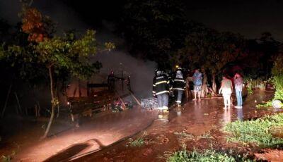 Idoso de 80 anos perde tudo em Incêndio que destruiu pequena casa em Ivinhema