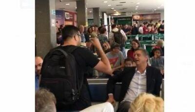 VÍDEO: Dagoberto é confrontado em Aeroporto após votar a favor da elevação do fundo eleitoral