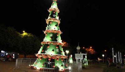 Beleza e muito glamour na abertura do projeto Natal Luz de Jateí