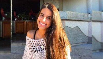 De biquíni, filha de Glória Pires ostenta corpão em férias