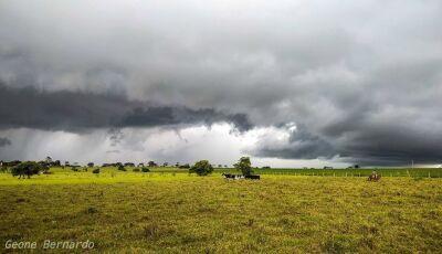 Chuva e trovoadas é o que tem para o fim de semana, confira a previsão