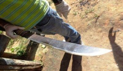 Escreveu não leu, pau comeu, Homem é agredido com facão após não juntar roupa em Deodápolis