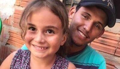 Menina que ficou em coma após picada de escorpião volta para a casa