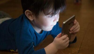 Celulares contribuem para queda de atividade física entre crianças, aponta pesquisa