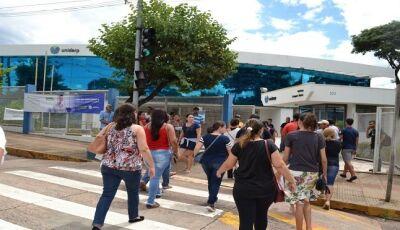 Mais de 24 mil inscritos participam neste domingo do processo seletivo para professor temporário