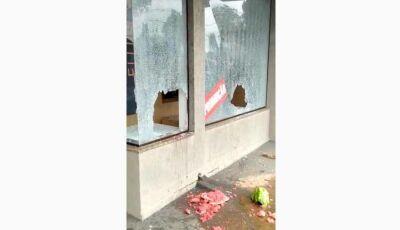 Ladrões usam melancia para quebrar vitrine e furtar loja de calçados em MS; VÍDEO