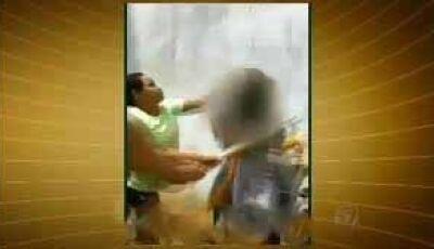 Mulher esfaqueia e agride a pauladas vizinho idoso após esposa dele cobrar dívida de mil reais em MS